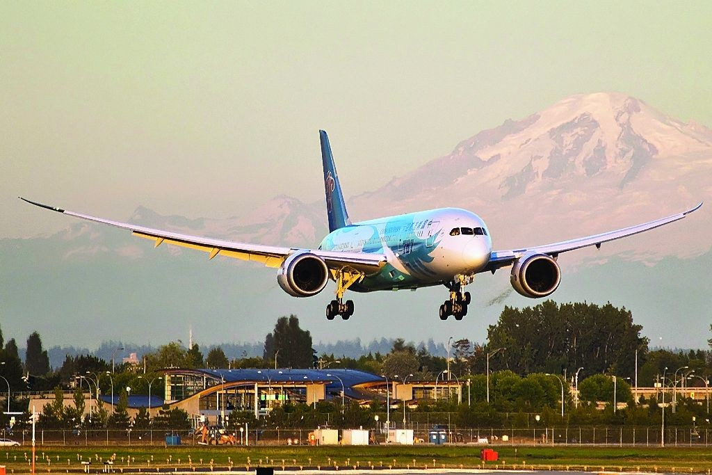The snow-capped Mount Baker provides a striking backdrop for this China Southern Airlines Boeing 787-8. (Derek MacPherson)