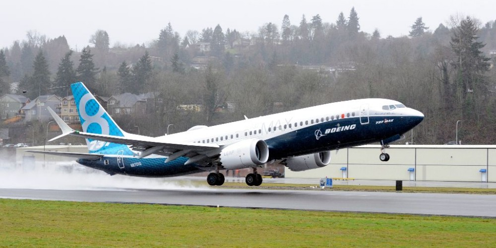 737MAX; 737MAX-8: TakeOff from Renton Field; 2016-01-29.  (Boeing)