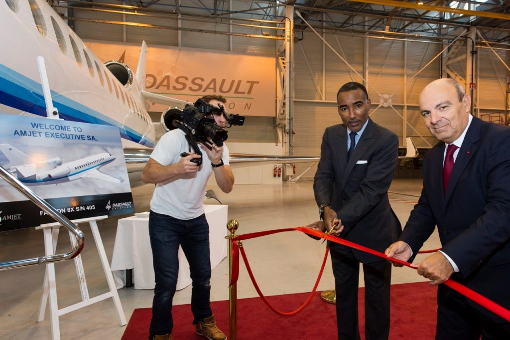 Amjet President, Abakar Manany and Eric Trappier, Chairman & CEO of Dassault Aviation, celebrate the handover of the first 8X. Dassault Aviation