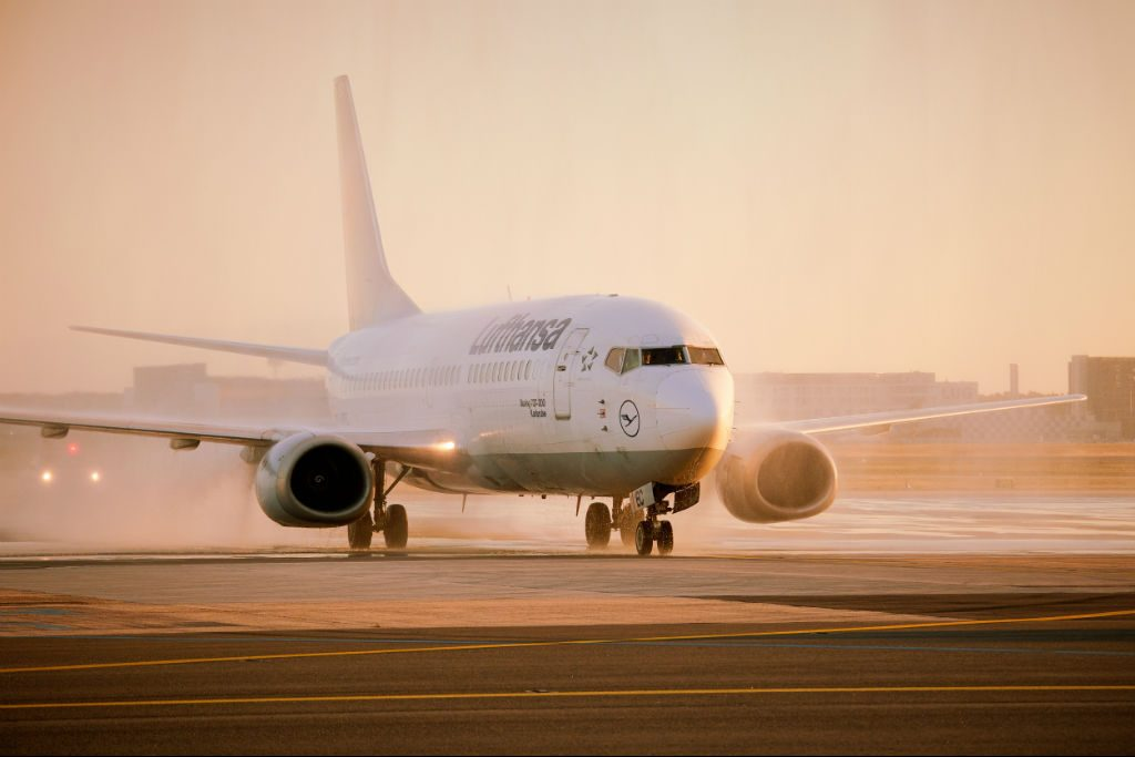 The final flight was operated by 737-300 D-ABEC. Lufthansa