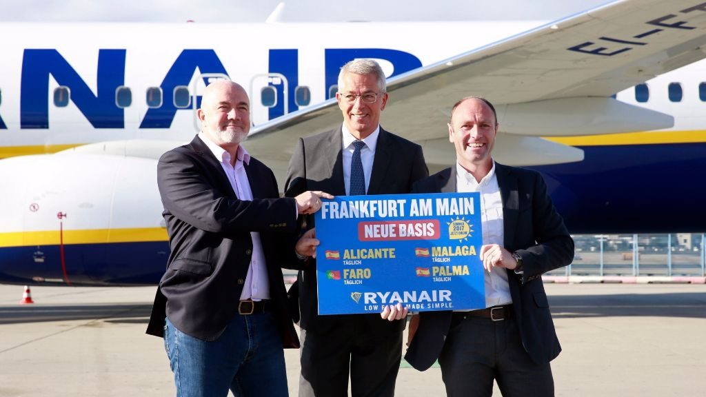 David O'Brien, CCO Ryanair, Dr Stefan Schulte, Executive Board Chairman Fraport and Kenny Jacobs, Chief Marketing Officer Ryanair, celebrate the announcement. Frankfurt Airport