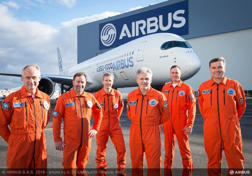 02_A350-1000_first_flight_Crew_2